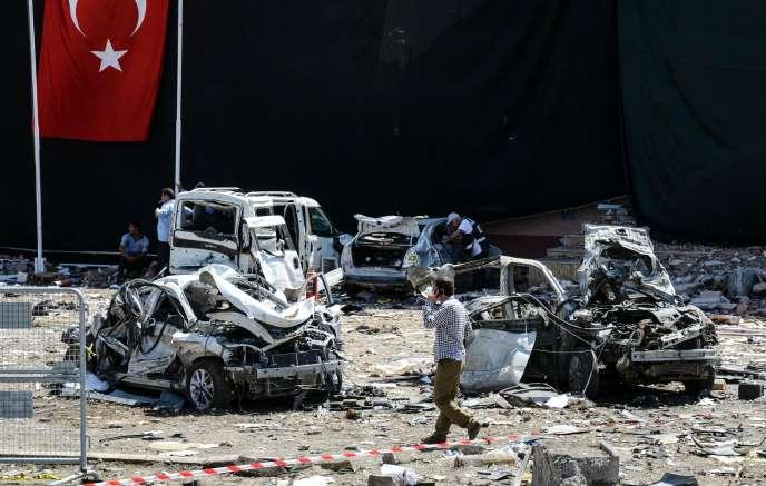 A Elazig, le 18 août. L'engin explosif visait un commissariat de police.