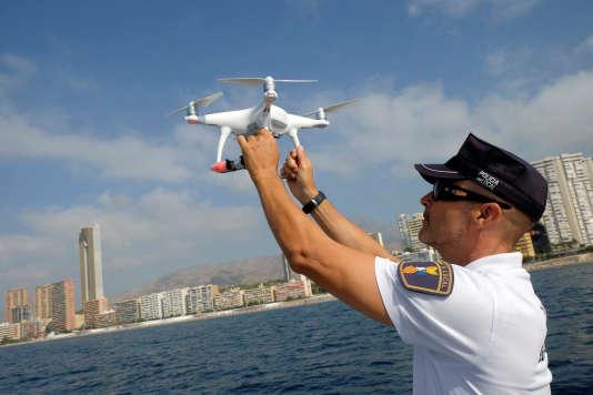 Avec une immatriculation électronique, il ne sera plus nécessaire d'immobiliser un drone pour en connaître le propriétaire.