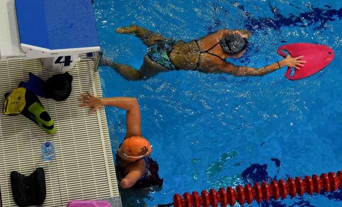 Des membres de l'équipe paralympique russede natation, lors d'une séance d'entrainement àRuza, à 100 km à l'est de Moscou, le 18 août.