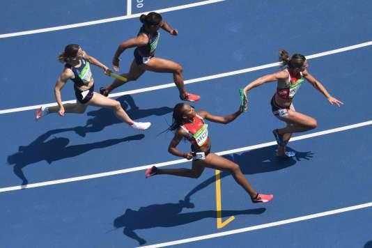Passages de relais lors des séries du 4×100 m, le 18 août à Rio.