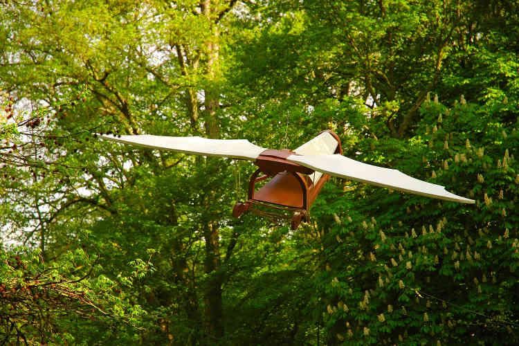 Il s'agit de l'une des machines volantes de Léonard de Vinci exposées dans le parc du Clos Lucé.
