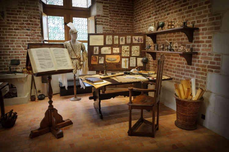 Les visiteurs peuvent y voir les fac-similés de ses manuscrits, esquisses et dessins.