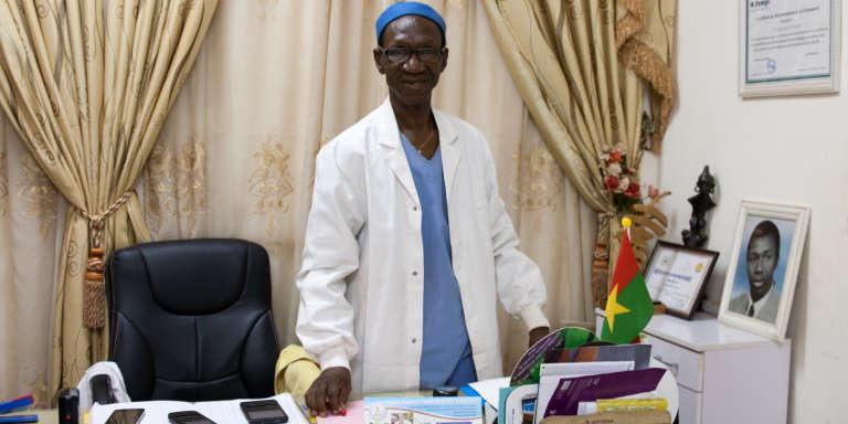 Chaque année, une cinquantaine de femmes excisées passent par la clinique du docteur Michel Akotionga pour ses compétences en chirurgie reconstructrice.