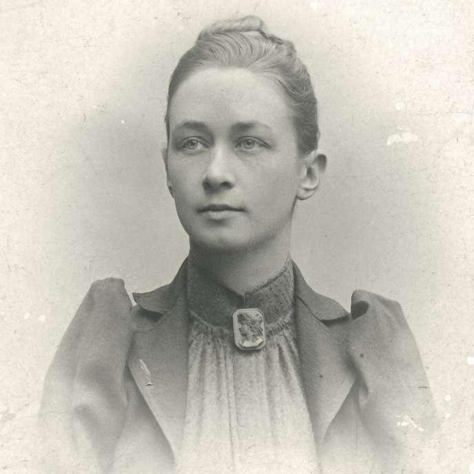 Un portrait d'Hilma af Klint réalisé par un photographe anonyme dans les années 1900.