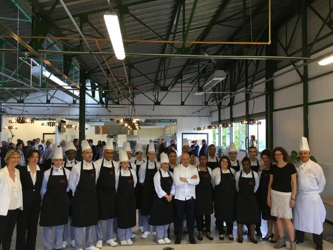 Thierry Marx et ses stagiaires à l'antenne Cuisine mode d'emploi de Besançon.