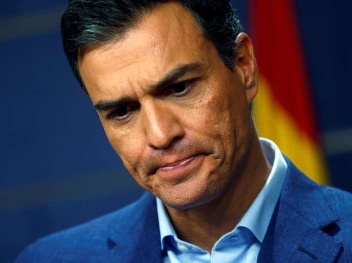 Le secrétaire général du Parti socialiste ouvrier espagnol (PSOE) durant une conférence de presse au parlement espagnol, à Madrid, le mercredi 17 août.