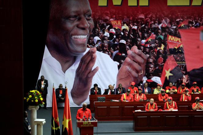 Le président angolais, Jose Eduardo dos Santos, à Luanda le 17 août 2016.