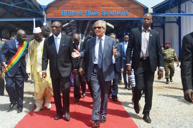 Vincent Bolloré et le président guinéen, Alpha Condé, à Conakry, en juin 2014.