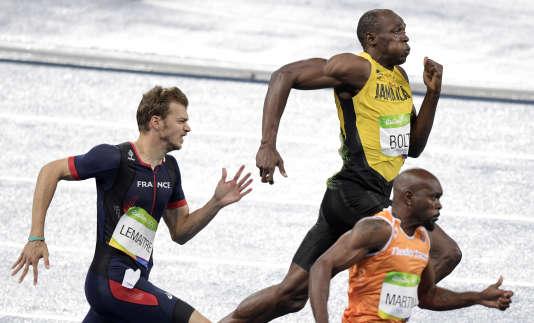 Christophe Lemaitre et Usain Bolt lors de la finale du 200 m à Rio le 18 août .