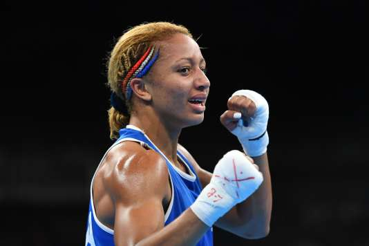 Estelle Mossely après son titre olympique.
