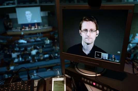 Visioconférence avec Edward Snowden au Conseil de l'Europe, à Strasbourg, le 23 juin 2015.