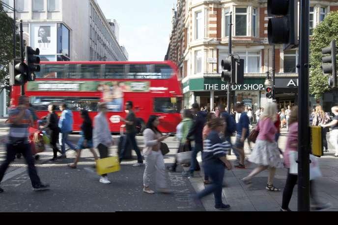 A Londres, le 14août. Avec la baisse de la livre sterling de plus de 10% depuis le référendum, les touristes affluent au Royaume-Uni.