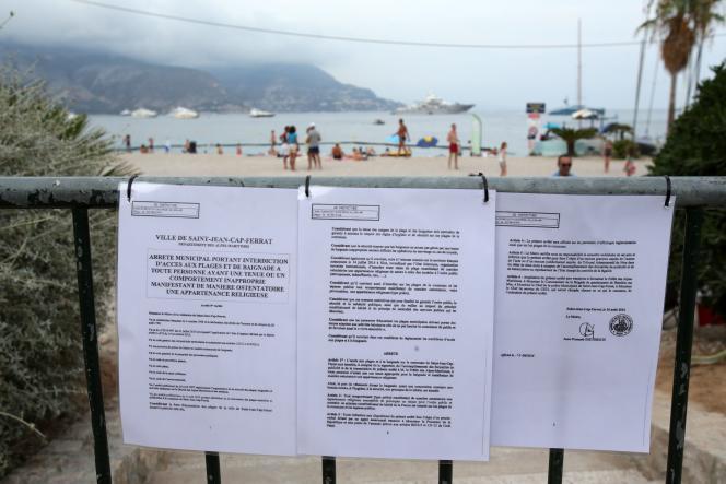 L'arrêté anti-«burkini» apposé à l'entrée dela plage principale de Saint-Jean-Cap-Ferrat (Alpes-Maritimes).