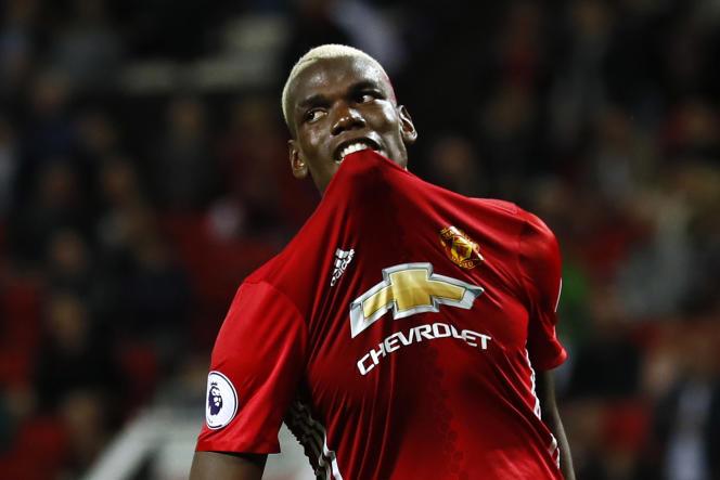 Paul Pogba, lundi 19 août, lors du match de son club, le Manchester United, contre Southampton. Le joueur avait été victime d'insultes racistes après avoir manqué un pénalty.