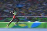 L'ÉthiopienneAlmaz Ayana en compétition pour le 5000 m femme pendant les Jeux Olympiques de Rio, le 16 août 2016.