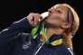 Estelle Mossely recevant sa médaille d'or à Rio le 19 août.