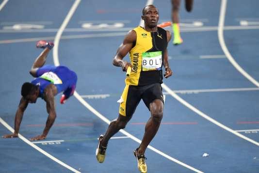 L'un de ces deux sprinters est champion olympique du 4 x 100 m, et l'autre non.