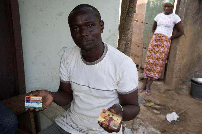 Diakaridia Traoré, ancien agriculteur et victime du drame du Probo-Koala, n'a pas reçu l'indemnisation promise par l'association dont il conserve la carte.