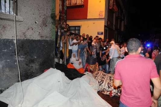 Sur les lieux de l'attentat àGaziantep, le 21 août.