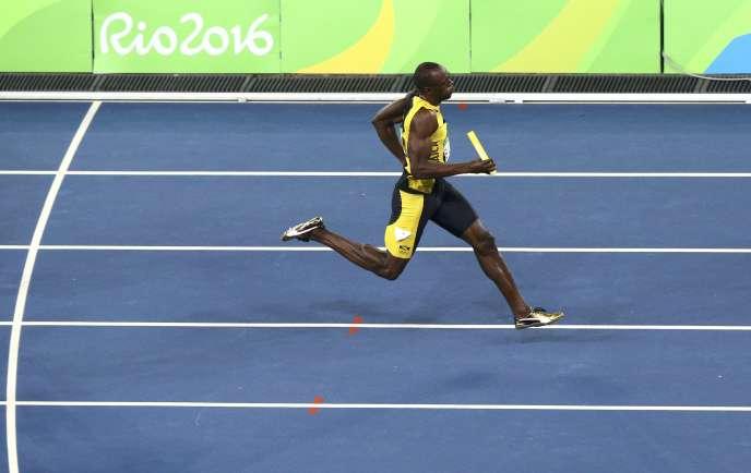 Usain Bolt, lors de la finale du relais 4 × 100 mdes Jeux olympiques de Rio 2016. Le sprinteur jamaïquain reste à ce jour l'homme le plus rapide du monde. Depuis 2009, il détient le record mondial sur100m (9s58) et 200m (19s 19); depuis 2012 celui du 4 × 100m (36 s 84). Au vu du ralentissement de la progression des performances sportives, il sera difficile de le détrôner.