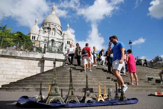 La basilique du Sacré-Cœur, à Paris, en août. La fréquentation touristique a baissé de 14,8% dans la capitale.