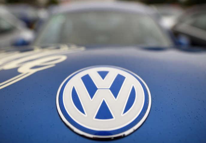 Le logo Volkswagen sur une «New Beetle», àLübeck (Allemagne), le 20 août.