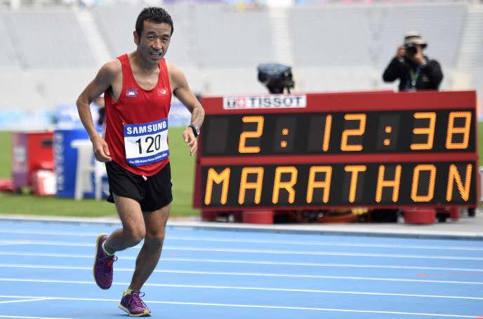 Kuniaki Takizaki, comique japonais très populaire au milieu des années 2000, prendra le départ du marathon des Jeux dimanche sous les couleurs du Cambodge.