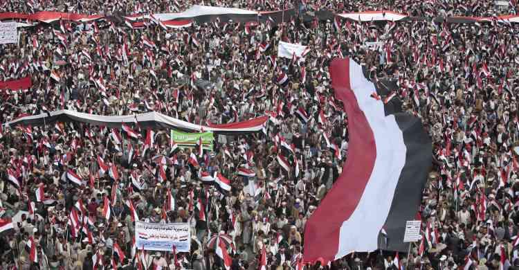 Des centaines de milliers de Yéménites se sont rassemblés samedi 20 août à Sanaa, capitale rebelle du Yémen, en soutien au mouvement chiite Houthi.