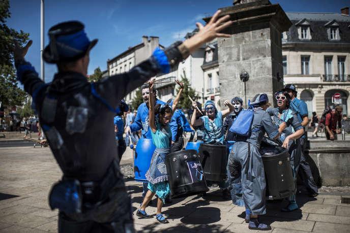 Le Festival du théâtre de rue d'Aurillacattire chaque année 100 000 spectateurs dans la préfecture du Cantal.