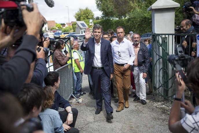Arnaud Montebourg arrive à la fête de Frangy-en-Bresse, dimanche 21 aout.