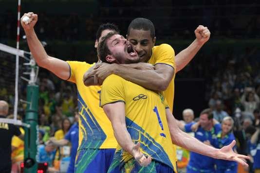 Les Brésiliens sont champions olympiques de volleyball.