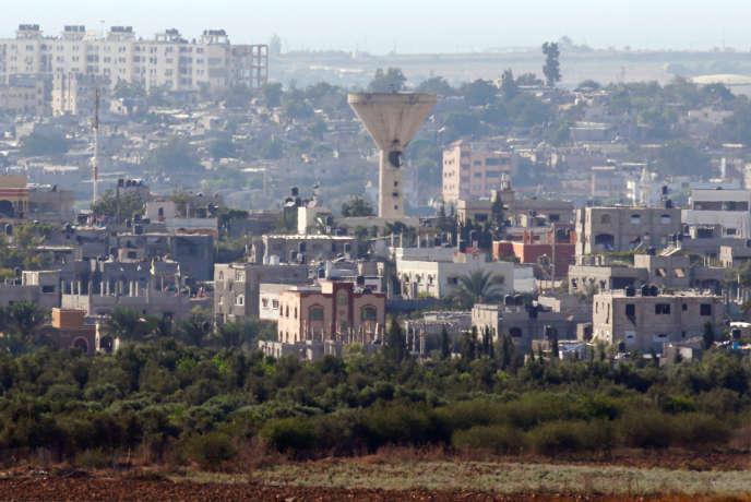 Le quartier de Beit Hanoun, à Gaza, et son réservoir d'eau endommagé par des tirs israéliens dimanche 21 août, selon des sources au sein des services de sécurité gazaouis.