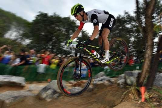 Le Suisse Nino Schurter était loin devant la concurrence et s'est envolé dans l'avant-dernier tour.