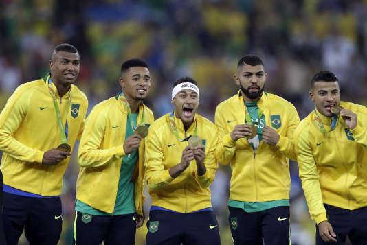 Au Maracana, le Brésil, déjà quintuple champion du monde, a remporté le premier titre olympique de son histoire.