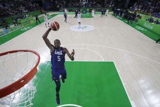 Kevin Durant au dunk durant la finale olympique.
