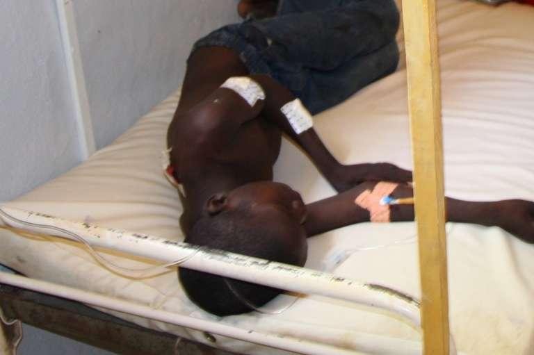 Un garçon blessé lors de l'attentat survenu le 21 août, transféré à l'hôpital de Maroua, dans le nord du Cameroun.