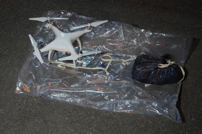 Un drone et son chargement interceptés en août 2016 aux abords d'une prison londonienne.