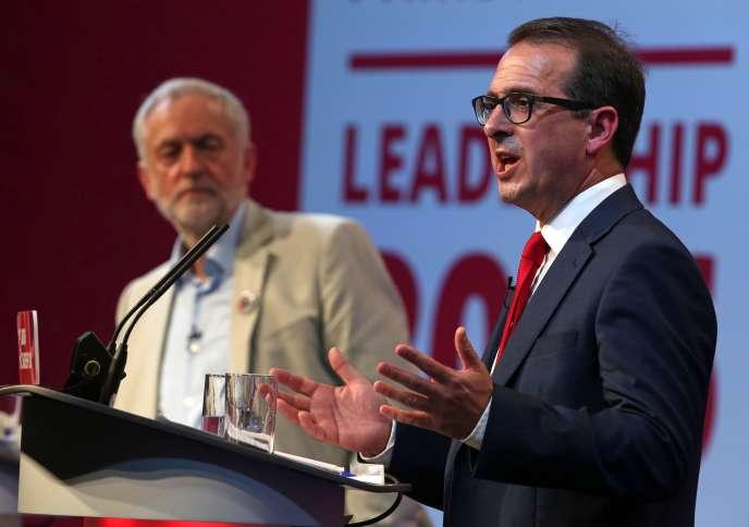 Jeremy Corbin et Owen Smith lors d'un débat à Cardiff, le 4 août, dans le cadre de la campagne interne pour la direction du Labour.