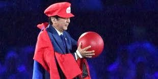 Shinzo Abe déguisé en Mario Bros
