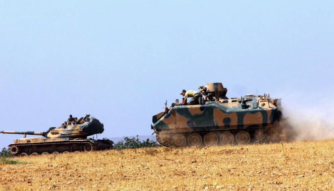 Des chars de l'armée turque à Karkamis au sud du pays près de la frontière syrienne.