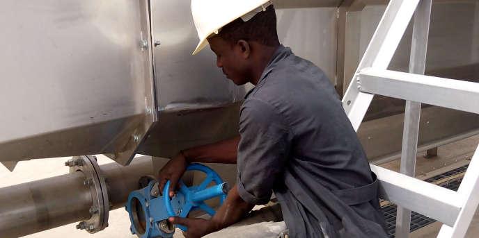 Dans l'usine géante de transformation de tomates Dangote, à Kadawa, près de la ville de Kano, dans le nord du Nigeria.
