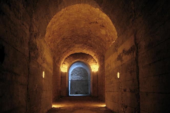 Ces galeries voûtées souterraines auraient été construites pendant l'Antiquité, entre – 400 et le début de notre ère.