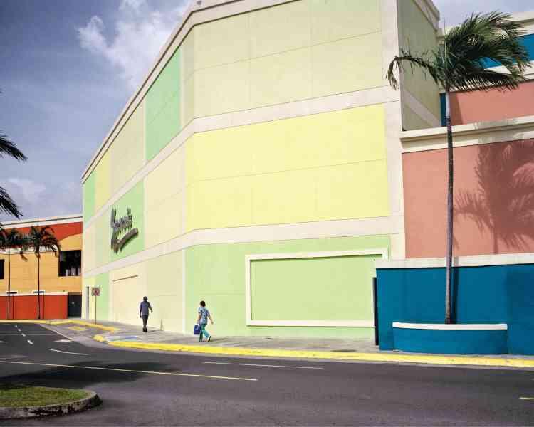 Albrook Mall, le plus grand centre commercial du Panama, est situé dans l'ancienne base militaire américaine de FortClayton. Cet espace accueille aujourd'hui la Cité du savoir.