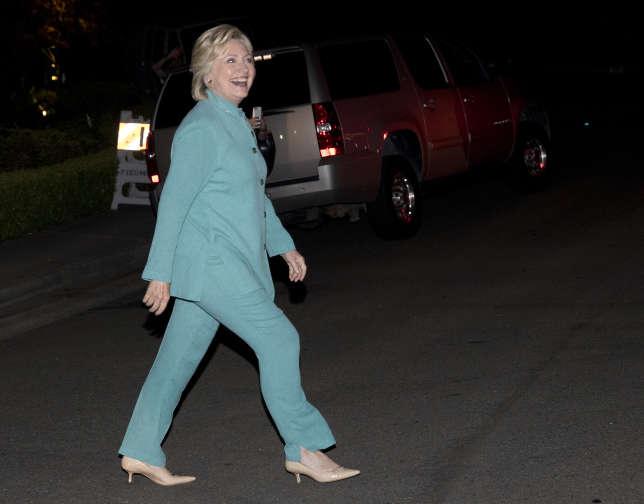 Hillary Clinton, ici, le 23 août 2016 en Californie, a recours aux conseil d'Anna Wintour pour les moments importants de la campagne présidentielle.