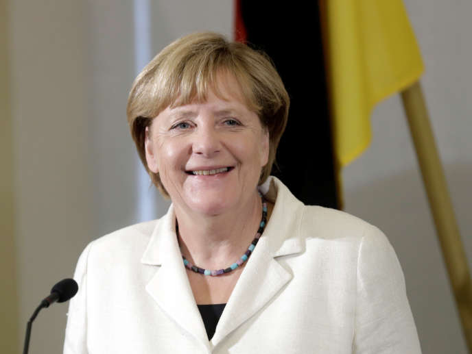 Nicolas Sarkozy veut présenter à Angela Merkel un projet de «nouveau traité européen», Alain Juppé pointe le comportement non coopératif de l'Allemagne.