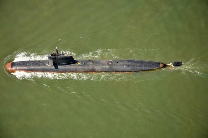 Un sous-marin Scorpène au large de Bombay, en Inde, le 1er mai.