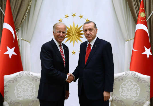 Si la question turque reste posée, « pour éviter la rupture, le pari de la realpolitik doit être fait, explique Frédéric Charillon. Mais avec ses exigences et ses concessions, de part et d'autre » (Photo: de gauche à droite, le vice-président américain Joe Biden et le président Erdogan, le 24 août, à Ankara).