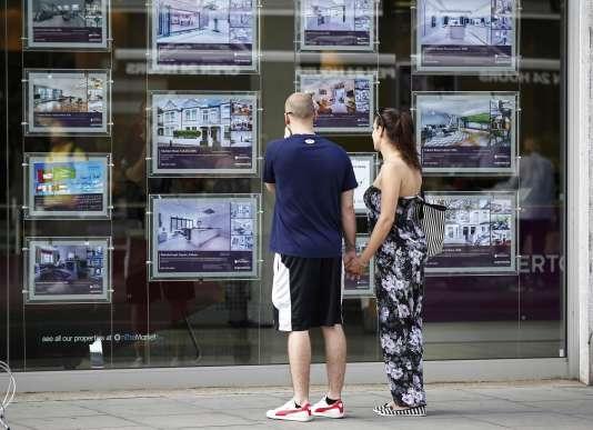 Malgré l'expansion très visible des sites de rencontres extraconjugales, la fidélité reste un ingrédient jugé indispensable à la réussite d'un couple.