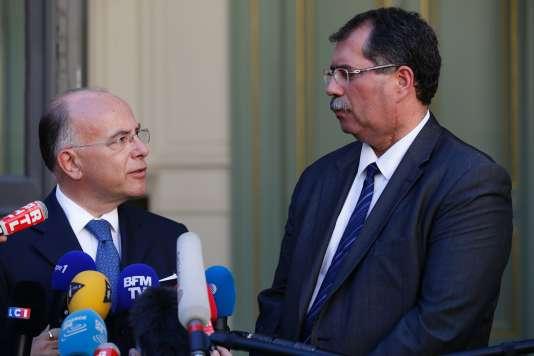 Le ministre de l'intérieur,Bernard Cazeneuve, et le président du Conseil français du culte musulman, Anouar Kbibech, le 24 août.