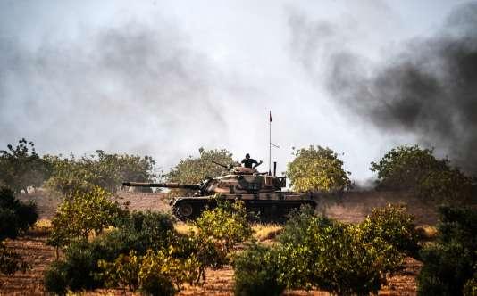 Un char de combat de l'armée turque à proximité de la ville de Karkamis (province de Gaziantep), à 5 km de la frontière turco-syrienne, le 25 août.